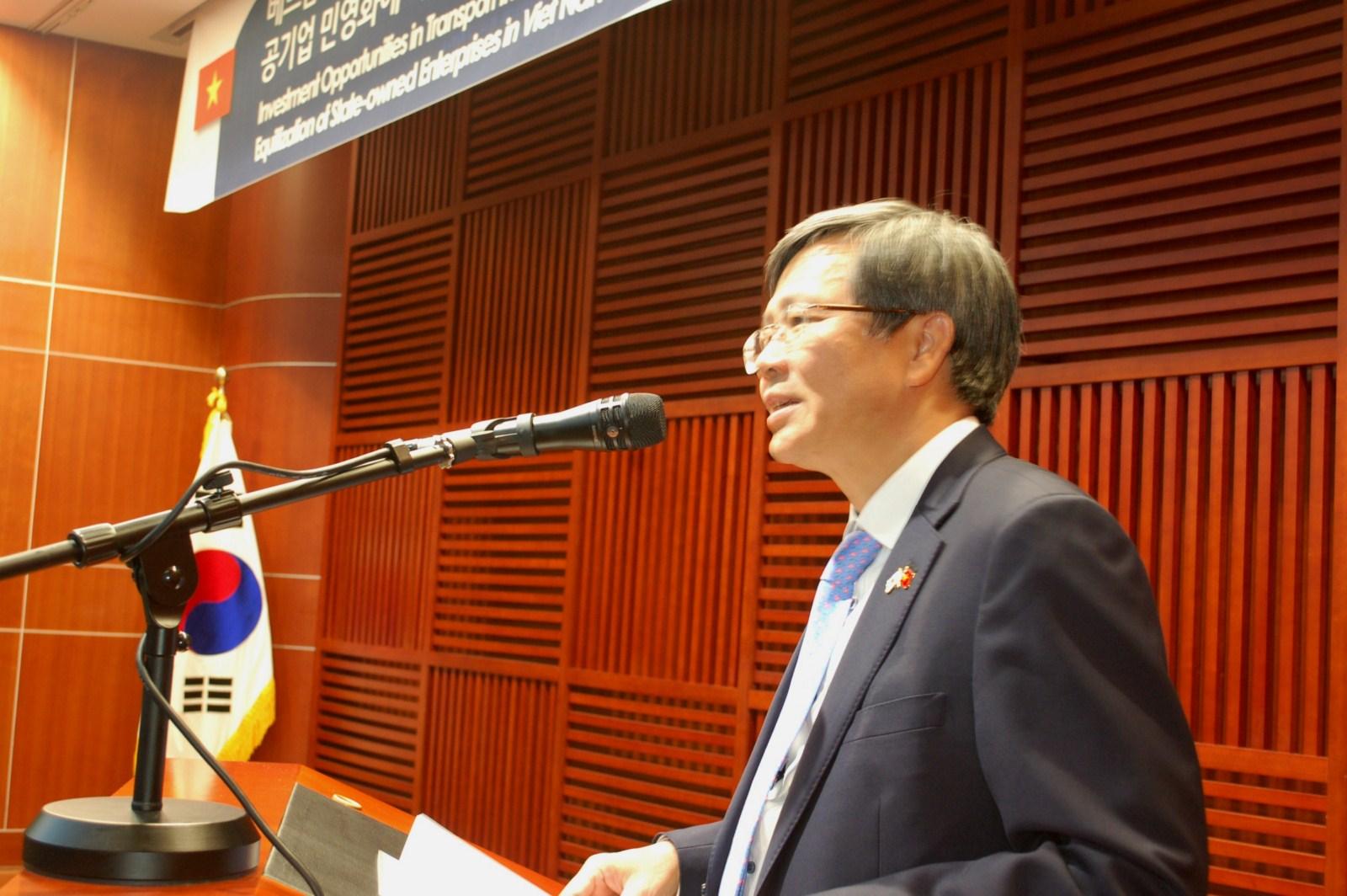 Đại sứ Việt Nam tại Hàn Quốc Phạm Hữu Chí phát biểu tại Hội thảo.